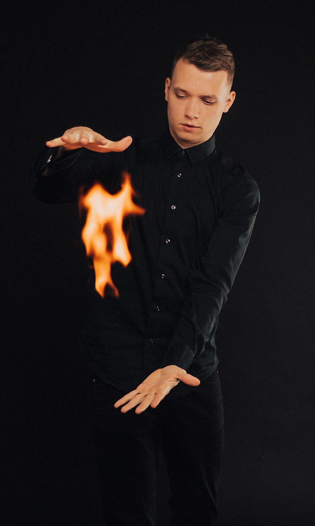 Richard-kaarna-mustkunstnik-closeup