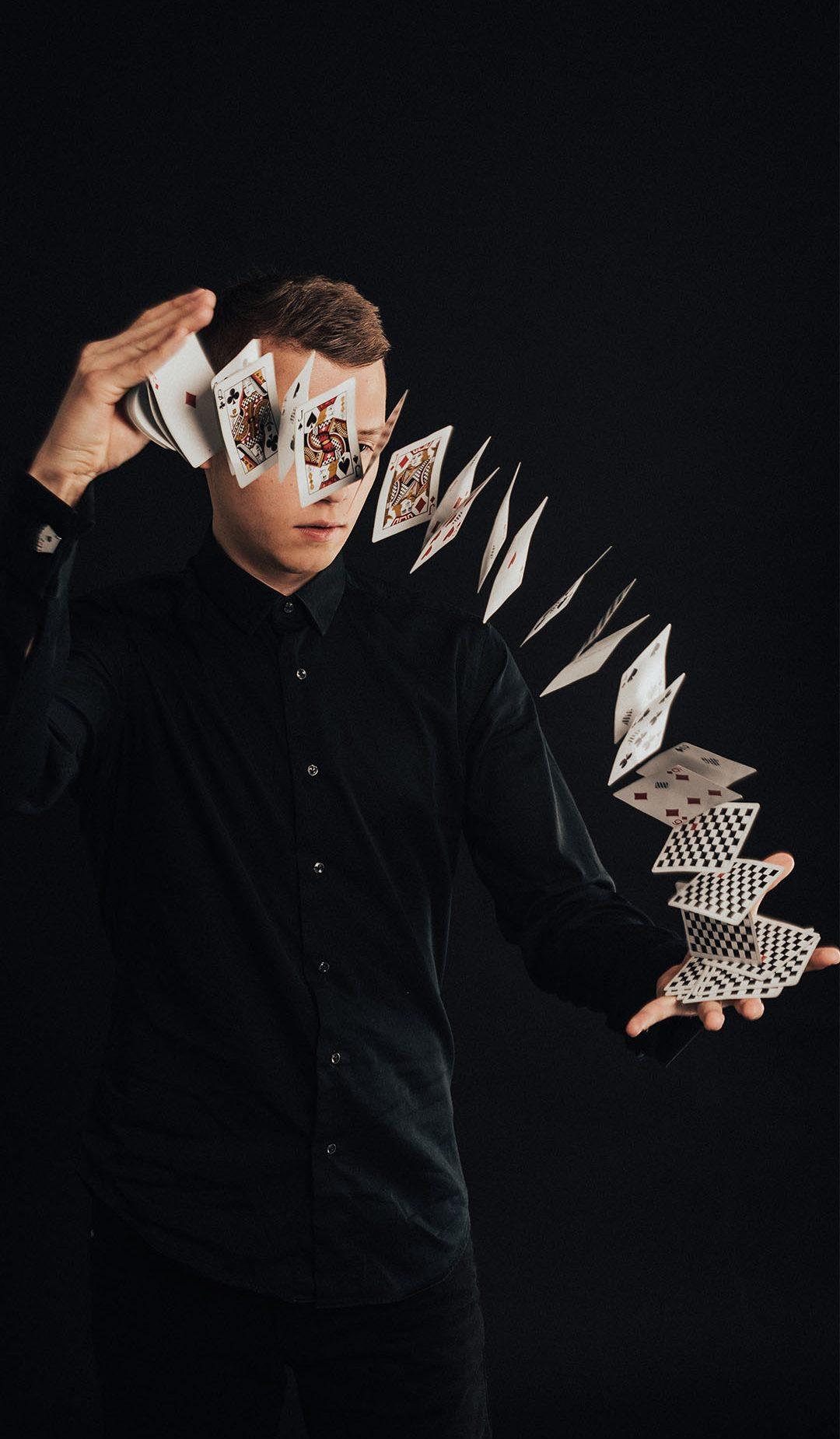 Richmaster-mustkunstnik-richard-kaarna-kontakt